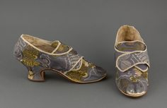 Pair of lady's buckle shoes, Boston (Winthrop Gray), 1765-1775. Blue and green silk brocade woven with a floral design; Louis heels, round pointed toes.