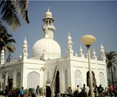 Haji Ali Shrine - Best Places to Visit in Mumbai City Mumbai City, In Mumbai, Tourist Places, Tourist Spots, Haji Ali Dargah, The Weather Channel, India Travel, Virtual Tour, Cool Places To Visit