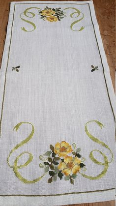 x / floral / cross stitch / embroidered tablerunner / tablecloth / in linen from Sweden Belle 26 x 12 / floral / point de croix / broderie Cross Stitching, Cross Stitch Embroidery, Hand Embroidery, Embroidery Designs, Cross Stitch Designs, Cross Stitch Patterns, Embroidered Towels, Embroidered Shirts, Cloth Flowers