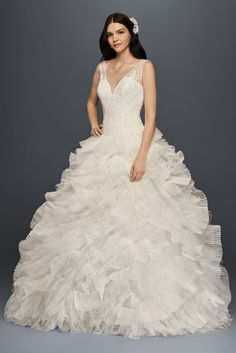 New Arrival Unique Fashion SWG759 Style Plunging V-Neck Bridal Gown with Tiered Skirt