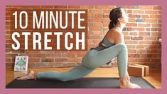 The side stretch is a great step towards promoting digestion. We all have a feeling of dread bloated or gassy, particularly if we are far from our favorite sweatpants. But after an especially fibrous lunch (darn you, cauliflower rice!), there's supposed to be a little bloating and fully natural.The best way to start is to drink some extra water, but a little activity will help to promote good digestion too. All you need is 10 minutes to help relieve bloating symptoms with this routine of… Yoga Bewegungen, Yin Yoga, Vinyasa Yoga, Yoga Flow, Yoga Beginners, Beginner Yoga, Stretch Routine, Yoga Routine, Body Stretches