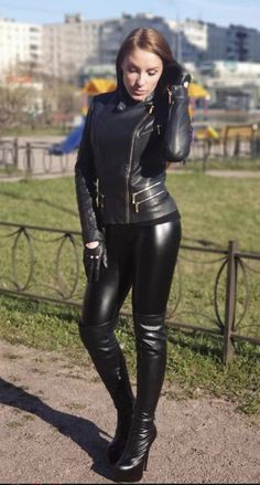 Leather Pants Outfit, Black Leather Pants, Leather Leggings, Leather Gloves, Leather Jacket, Leder Outfits, Girl Fashion, Womens Fashion, Latex Fashion