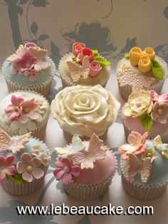 Our cupcake making and decorating classes and gift vouchers - Le Beau Cake Spring Cupcakes, Pretty Cupcakes, Beautiful Cupcakes, Fun Cupcakes, Cupcake Cookies, Flower Cupcakes, Garden Cupcakes, Pastel Cupcakes, Butterfly Cupcakes