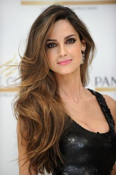 Hair Envy! Love the minimal face makeup (You can see her skin!) paired with a bronzed smokey eye. So beautiful.