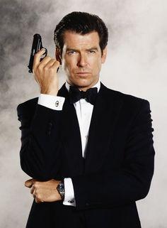 James Bond star Pierce Brosnan tries to board plane with hunting knife' Estilo James Bond, James Bond Style, James Bond Actors, James Bond Movies, Cool Hand Luke, Sundance Kid, Richard Gere, Tom Selleck, John Travolta