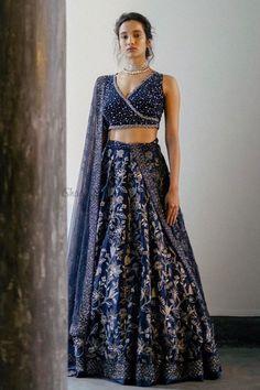 Lehenga Designs Simple, Simple Lehenga, Wedding Lehenga Designs, Fancy Blouse Designs, Stylish Dress Designs, Stylish Dresses, Party Wear Indian Dresses, Indian Bridal Wear, Dress Indian Style