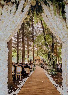 Fantasy Wedding, Fall Wedding, Wedding Ceremony, Forest Wedding Venue, Woodsy Wedding, Lake Wedding Ideas, Outdoor Wedding Venues, Cabin Wedding, Cottage Wedding