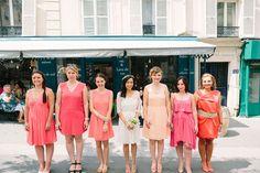 Bridesmaids corail - robes demoiselle d'honneur > Joli mariage parisien sur Trendy Wedding • photo par Pierre Atelier