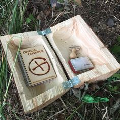 Letterbox #geocache in a wooden log! Very nicely done. (saarfuchs pic) #IBGCp