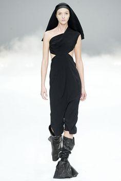 Rick Owens Spring 2009 Ready-to-Wear Fashion Show - Mariacarla Boscono (Viva)