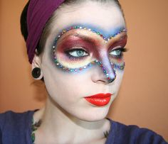 Gypsy face painting to make a mask ;) with link to blog....  http://killercolours.blogg.se/category/fotd-6.html