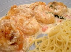 """Copycat Cheesecake Factory Shrimp Scampi """"this is my ABSOLUTE favorite recipe EVER! I've made it no less than a dozen times and it has come out perfect EVERY time. I made it with chicken once and it STILL turned out phenomenal! Fish Recipes, Seafood Recipes, Great Recipes, Cooking Recipes, Favorite Recipes, Copycat Recipes, Yummy Recipes, Chicken Recipes, Bon Appetit"""