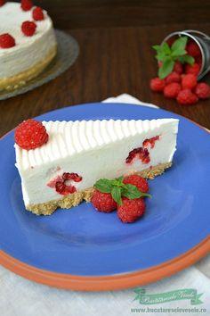 prajitura-cu-mascarpone-si-zmeura-8 Cheesecake Frio, Chocolate Blanco, Queso, Food And Drink, Pie, Desserts, Recipes, Philadelphia, Random