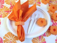 Pool noodle napkin rings - great idea for a pool or summer party!