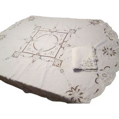 Embroidered Linen Vintage 1940s Round Tablecloth 6 Napkins Set