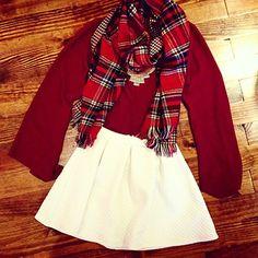Diferentes maneras de vestir de color rojo esta temporada.
