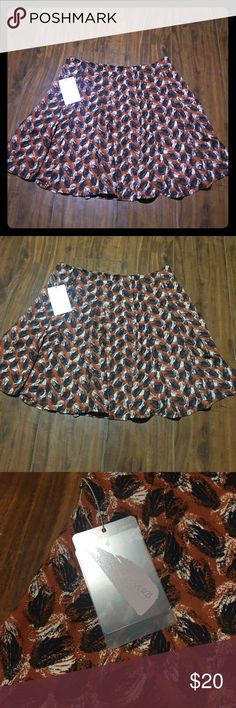 ❤️NWT Forever 21 contemporary patterned skirt ❤️ Size xs! Adorable skirt perfect for fall layering with your fav cardigan, cute top and leggings!❤️ brand new never worn! Forever 21 Skirts