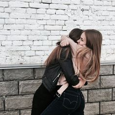 fr ths pic to be captured 😄💋 bff goals Cute Friend Pictures, Best Friend Photos, Best Friend Goals, Best Friend Hug, Friend Pics, Bff Pics, Friend Tumblr, Tumblr Bff, Sisters Tumblr