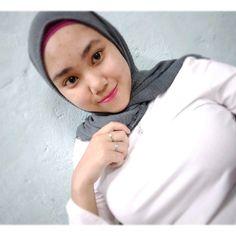 Beautiful Muslim Women, Beautiful Hijab, Hijabi Girl, Girl Hijab, Indonesian Girls, Local Girls, Hijab Chic, Muslim Girls, Thing 1