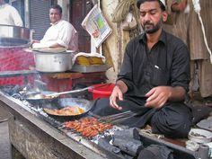 Peshawar khaaano ki lazzaat k leya mashoor ha.