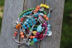 Leuke hippe Ibiza style armbandjes in vrolijke kleuren uit de collectie Stones & Symbols