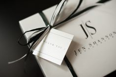 Jenn Shannon Photography >> White Pebbletone Print Boxes with Black Logo Imprinting