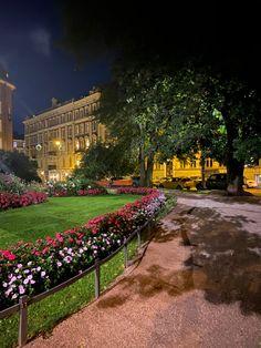 Helsinki, Dolores Park, Mansions, House Styles, Travel, Home Decor, Viajes, Decoration Home, Manor Houses