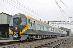 JR四国8600系特急型直流電車(量産先行車)