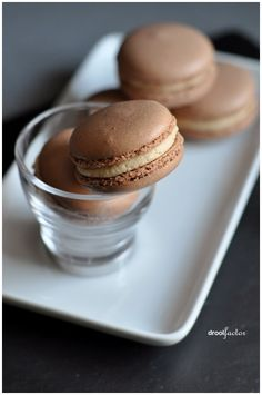 Chocolate macaroons with expresso cream