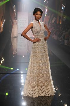 Splendid show by Abu Jani & Sandeep Khosla with a spectacular onstage performance & gorgeous couture! #JabongLFW