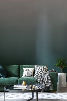 Feeling the love for forest green? This ombre wallpaper design is breathtakingly beautiful, adding just enough colour to your home without overdoing it. Perfect for sleek modern living room spaces.