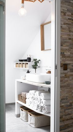 Bad Less in the bathroom minimalism - HOME TREE How Much Activity is Too Much? Scandinavian Style Home, Scandinavian Bathroom, Scandinavian Design, Scandi Style, Home Design, Home Office Design, Diy Design, Ikea Stolmen, Garage Makeover