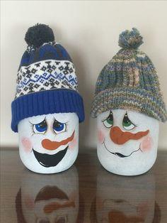 Christmas Items, Christmas Snowman, Christmas Ornaments, Snowman Crafts, Holiday Crafts, Snowman Faces, Snowmen, Christmas Wine Bottles, Glass Bottle Crafts