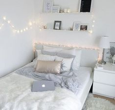 White Bedroom Decor, Room Ideas Bedroom, Small Room Bedroom, Bedroom Themes, Dream Bedroom, Home Decor Bedroom, Bedroom Wall, Diy Bedroom, Bedroom Girls