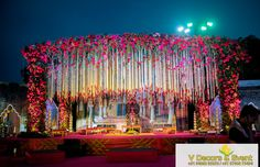 Please visit postingan Outdoor Wedding Reception Stage Decoration To read the full article by click the link above. Reception Stage Decor, Wedding Stage Design, Wedding Reception Backdrop, Wedding Mandap, Wedding Decorations Pictures, Wedding Hall Decorations, Backdrop Decorations, Indian Wedding Stage, Outdoor Indian Wedding