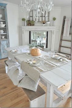 Simple Thanksgiving tablescape...farmhouse style. Easy, natural fall decor