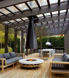 Pergolas are amazing reflections and garden dividers. This charming gray pergola is the stage to Pergola Ideas For Patio, Casa Patio, Steel Pergola, Wood Pergola, Backyard Pergola, Pergola Shade, Modern Pergola, Cheap Pergola, Gazebo