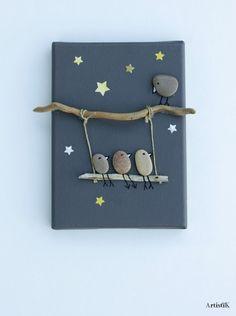 of the Best Creative DIY Ideas For Pebble Art Crafts Tableau galets oiseaux bois flotté fond ant Stone Crafts, Rock Crafts, Diy And Crafts, Arts And Crafts, Art Pierre, Creation Deco, Rock Design, Nature Crafts, Pebble Art