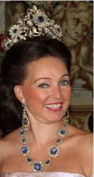 Sculptor and painter Diane, Duchess of Württemberg and her impressive sapphire parure.