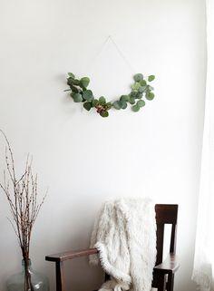DIY Minimal Half Wreath
