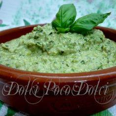 """5 minuti per un """"Pesto di zucchine"""" senza cottura, senza aglio leggero e digeribile !! Buonissimo per primi estivi e veloci !! http://blog.giallozafferano.it/dolcipocodolci/pesto-di-zucchine-ricetta/"""