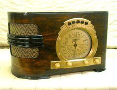 Old Antique Wood Zenith Vintage Tube Radio - Restored & Working w/ Gold Dial  #Zenith