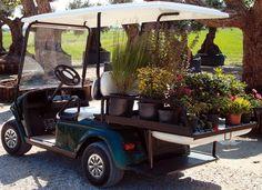 Grazie ai golf car si possono svolgere i lavori più impensati in modo facile ed agevole. Una giornata di fatica si trasforma in una giornata di piacere. I golf cars dimostrano la loro camaleontica adattabilità a qualunque necessità operativa, scopri le molteplici soluzioni disponibili su www.golfcar.it