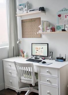 Need a desk like this in the guest room