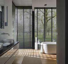 #raamdecoratie #gordijnen #rolgordijnen #design #interieur #donker #design #modern