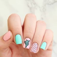 Cute cactus! Pastel-colored nails.