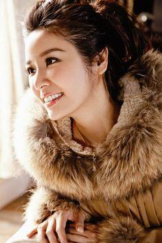 Lâm Tâm Như cực xinh với áo khoác Hàn Quốc