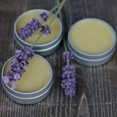 Vanilla Lavender Lip Balm Recipe Make your own homemade vanilla lavender lip balm. It's an easy DIY herbal project that smells amazing and soothes dry, cracked lips! Homemade Lip Balm, Diy Lip Balm, Homemade Vanilla, Homemade Skin Care, Homemade Beauty Products, Lush Products, Sugar Scrub Diy, Diy Scrub, Lip Balm Recipes