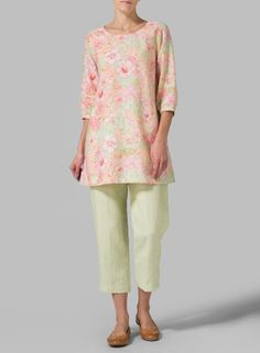 Floral Pattern Linen Elbow Sleeve Tunic - Find the perfect balance of comfort and beauty with this chic tunic that meets your fashion needs.
