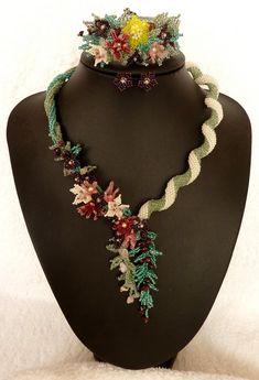 Seed Bead Flowers, Beaded Flowers, Seed Beads, Beaded Jewelry, Jewellery, Beading Ideas, Saree Collection, Bead Art, Bead Weaving